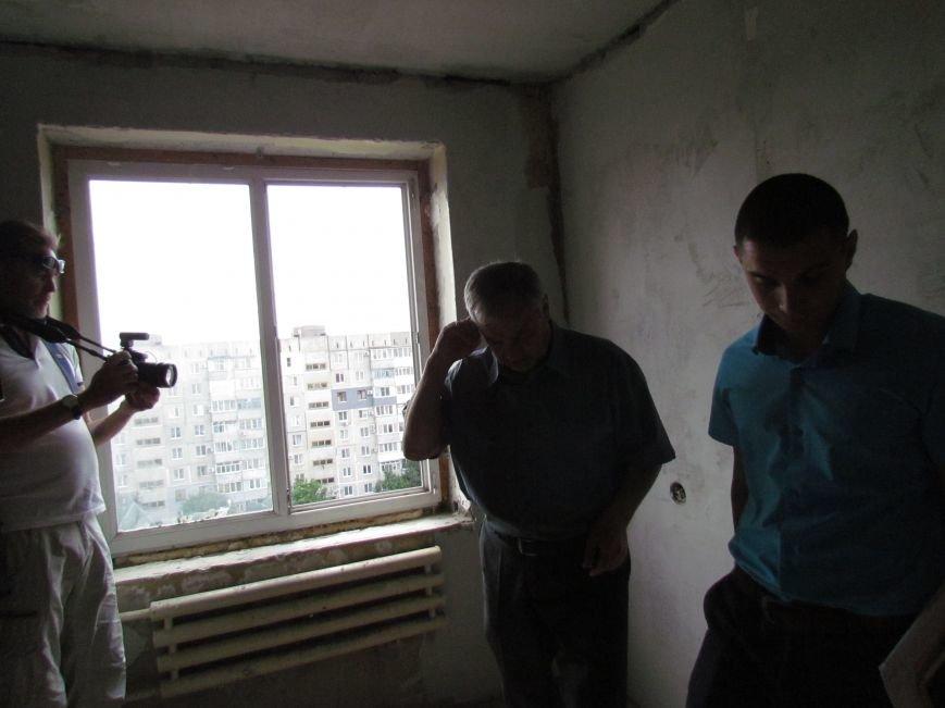 Мэр Мариуполя забрался на крышу в микрорайоне Восточный (ФОТО+ВИДЕО), фото-10