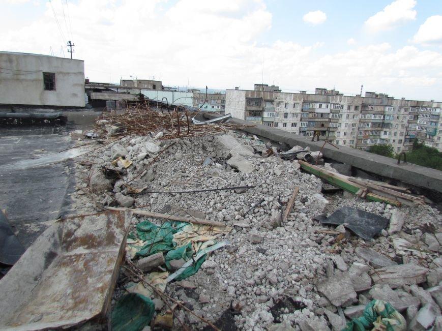 Мэр Мариуполя забрался на крышу в микрорайоне Восточный (ФОТО+ВИДЕО), фото-25