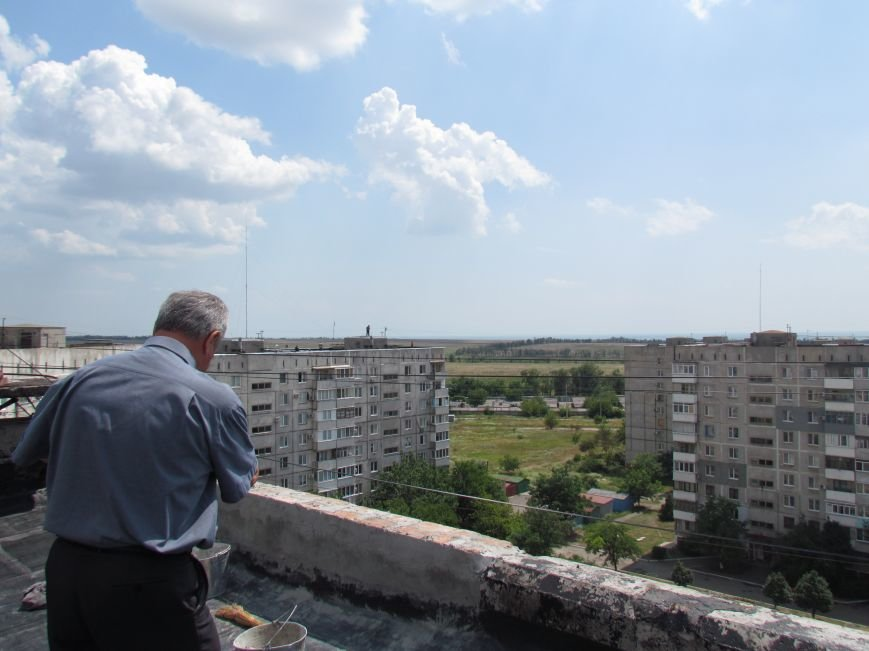 Мэр Мариуполя забрался на крышу в микрорайоне Восточный (ФОТО+ВИДЕО), фото-15