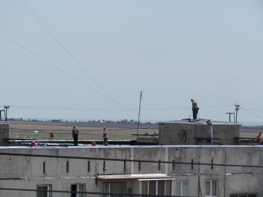 Мэр Мариуполя забрался на крышу в микрорайоне Восточный (ФОТО+ВИДЕО), фото-16