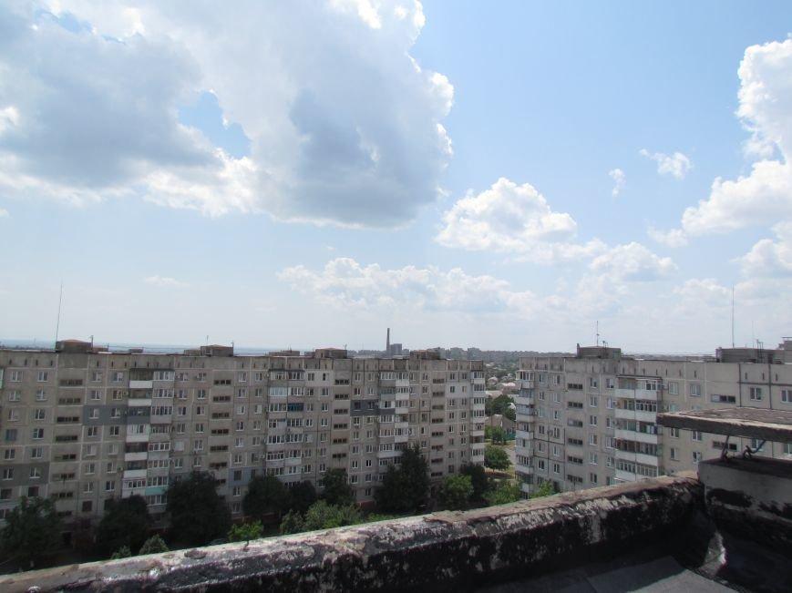 Мэр Мариуполя забрался на крышу в микрорайоне Восточный (ФОТО+ВИДЕО), фото-19