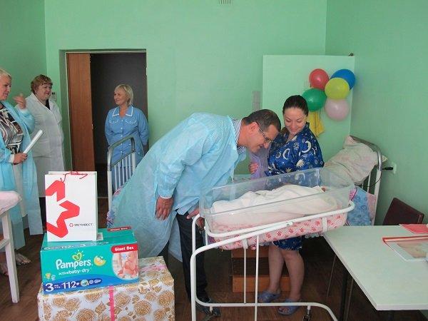Авдеевский коксохим помогает семьям с новорожденными детьми (ФОТО), фото-1