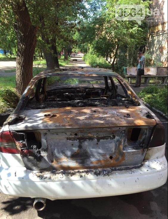 В Кривом Роге: активисту «Автомайдана» сожгли автомобиль, 10 человек отравились грибами, а коммунальщики готовятся к приезду Президента (фото) - фото 1