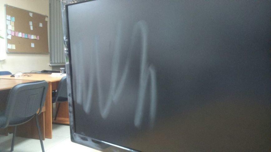 Сегодня ночью ограбили офис автора туристического логотипа Запорожья (ФОТО) (фото) - фото 2