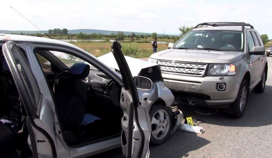 На Прикарпатті поблизу села Пійло трапилася ДТП. Одна людина у реанімації (ФОТО) (фото) - фото 1