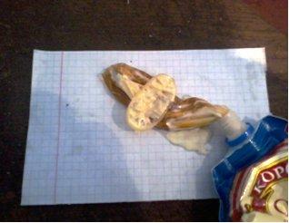 Шоколадні цукерки і майонез з наркотиками намагалися передати засудженим на Полтавщині. Фото (фото) - фото 1
