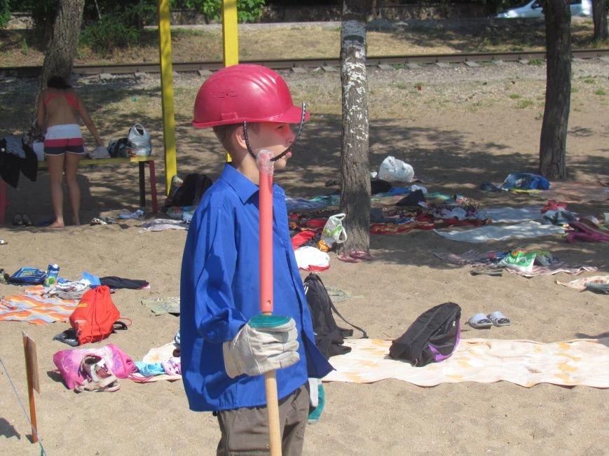 Дети Мариуполя устроили флеш-моб в честь Дня металлурга (ФОТО), фото-1