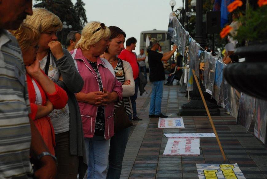 Мариупольцы устроили фотовыставку под стенами Верховной Рады (ФОТОРЕПОРТАЖ+ВИДЕО), фото-15