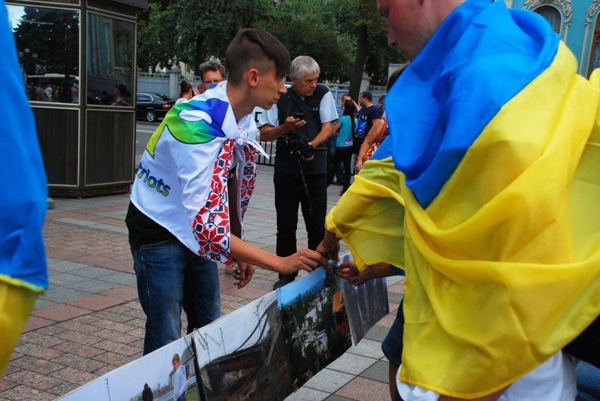 Мариупольцы устроили фотовыставку под стенами Верховной Рады (ФОТОРЕПОРТАЖ+ВИДЕО), фото-8