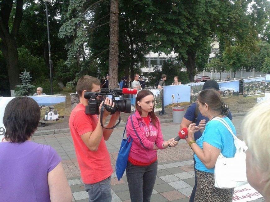 Мариупольцы устроили фотовыставку под стенами Верховной Рады (ФОТОРЕПОРТАЖ+ВИДЕО), фото-4
