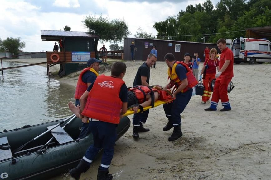 Рятувальники навчали львів'ян безпечній поведінці на воді (ФОТО+ВІДЕО) (фото) - фото 5