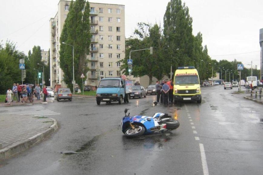 Под Белгородом столкнулись «КАМАЗ» и комбайн (фото) - фото 1