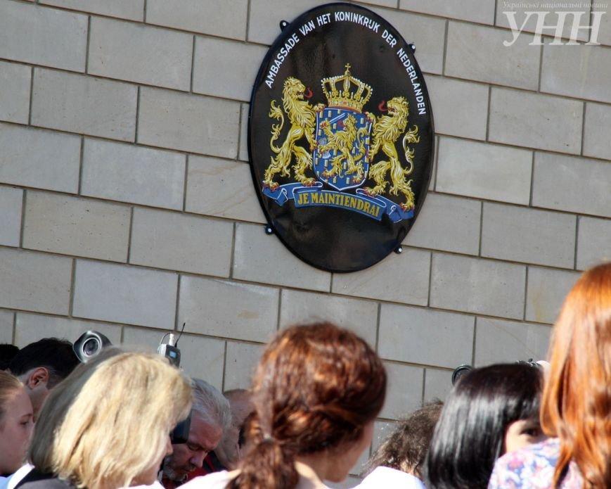 В Киеве возле посольства Нидерландов почтили память жертв катастрофы рейса MH17 (ФОТО) (фото) - фото 1