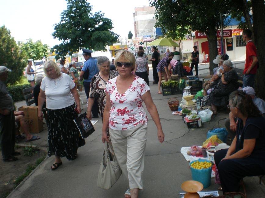 В Николаеве «Бастион» разогнал стихийных торговцев в сквере Макарова (ФОТО) (фото) - фото 1