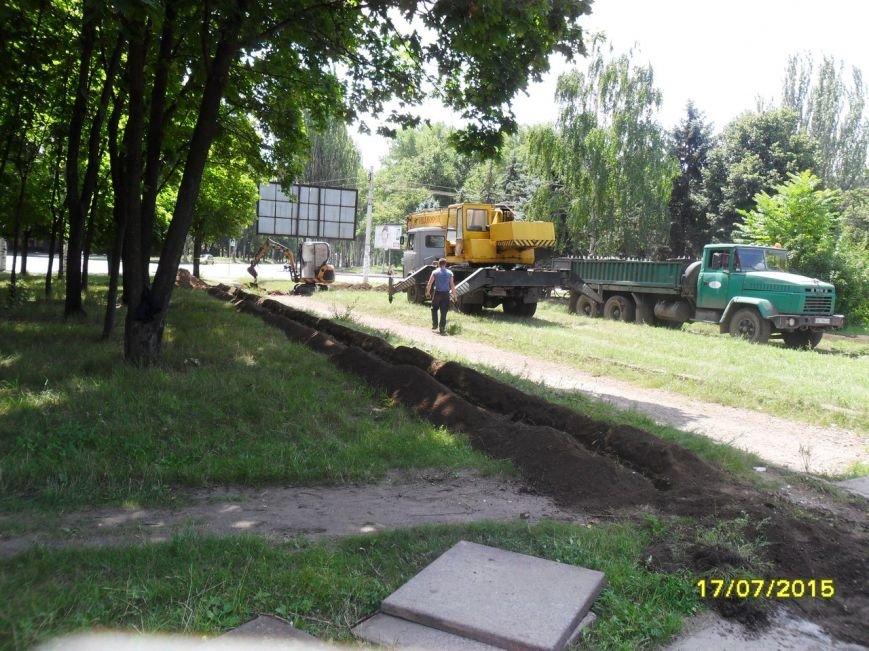 В Кривом Роге весь день косили траву, подметали и рыли траншеи (ФОТО), фото-5