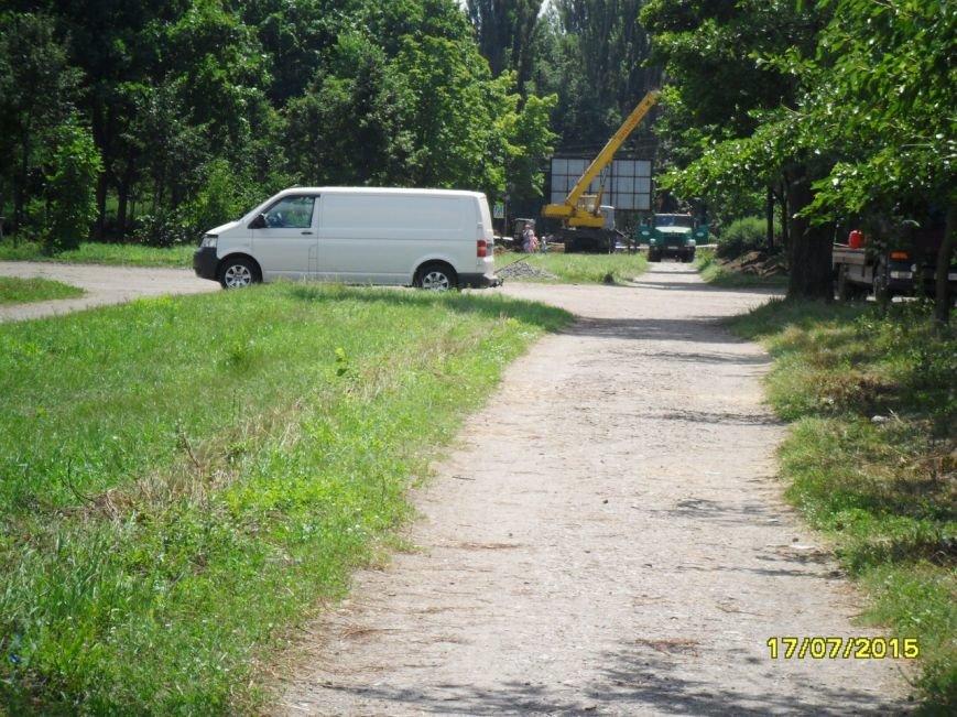 В Кривом Роге весь день косили траву, подметали и рыли траншеи (ФОТО) (фото) - фото 1