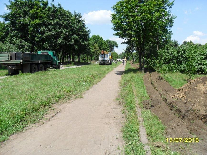В Кривом Роге весь день косили траву, подметали и рыли траншеи (ФОТО), фото-3