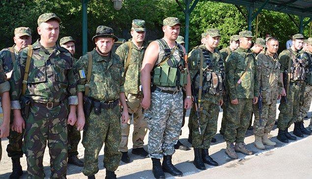 У Тернополі зустріли бійців, які повернулися із Луганщини (фото) - фото 1