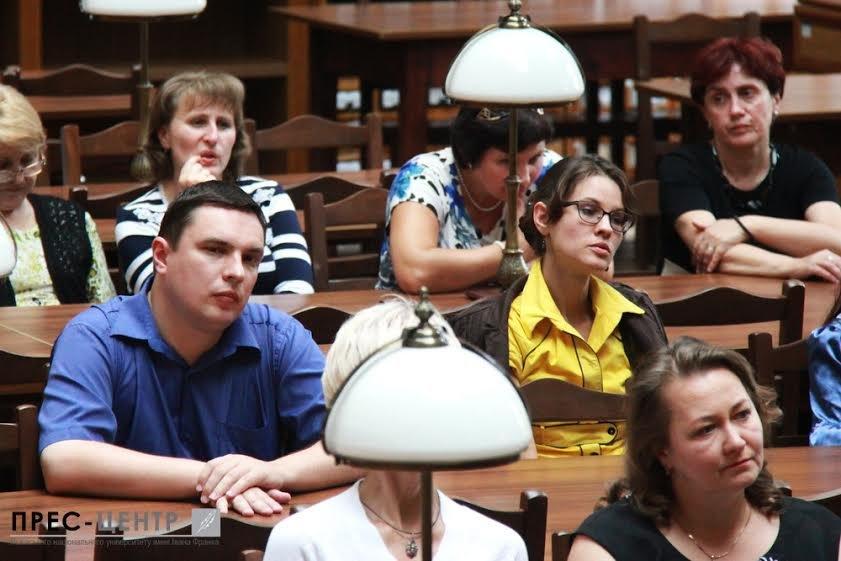 Посол Франції в Україні Ален Ремі здійснив візит до Наукової бібліотеки Університету імені Івана Франка (фото) - фото 2