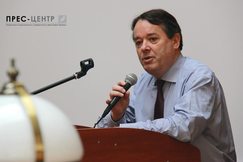 Посол Франції в Україні Ален Ремі здійснив візит до Наукової бібліотеки Університету імені Івана Франка (фото) - фото 1