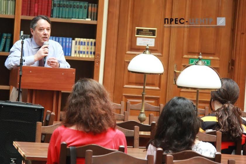 Посол Франції в Україні Ален Ремі здійснив візит до Наукової бібліотеки Університету імені Івана Франка (фото) - фото 4