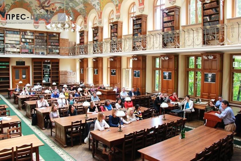 Посол Франції в Україні Ален Ремі здійснив візит до Наукової бібліотеки Університету імені Івана Франка (фото) - фото 3