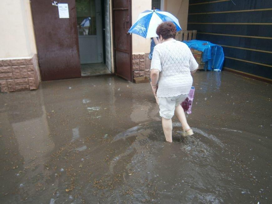 В Димитрове появилась система водоотвода возле отделения Ошадбанка (фото) - фото 3