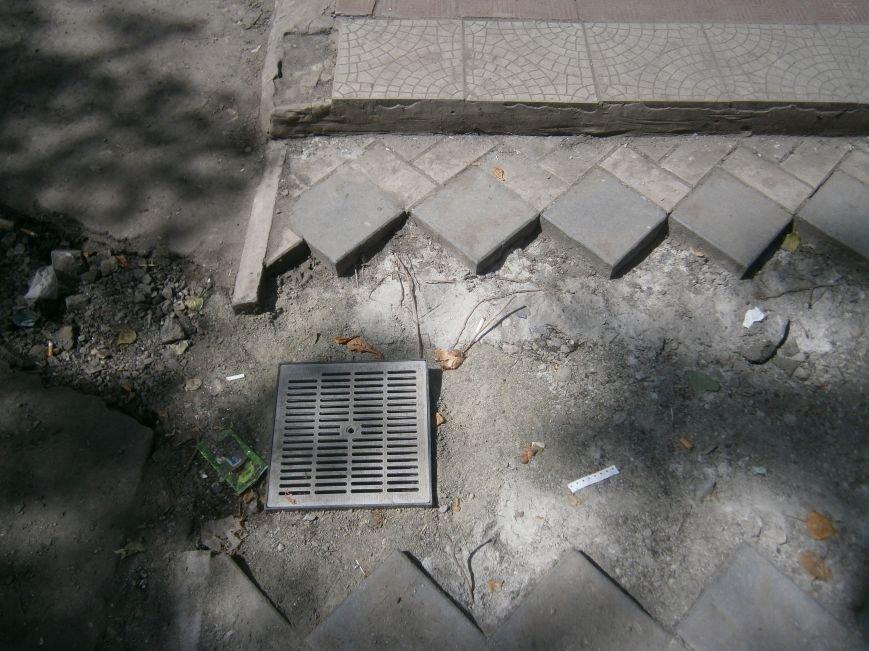 В Димитрове появилась система водоотвода возле отделения Ошадбанка (фото) - фото 5