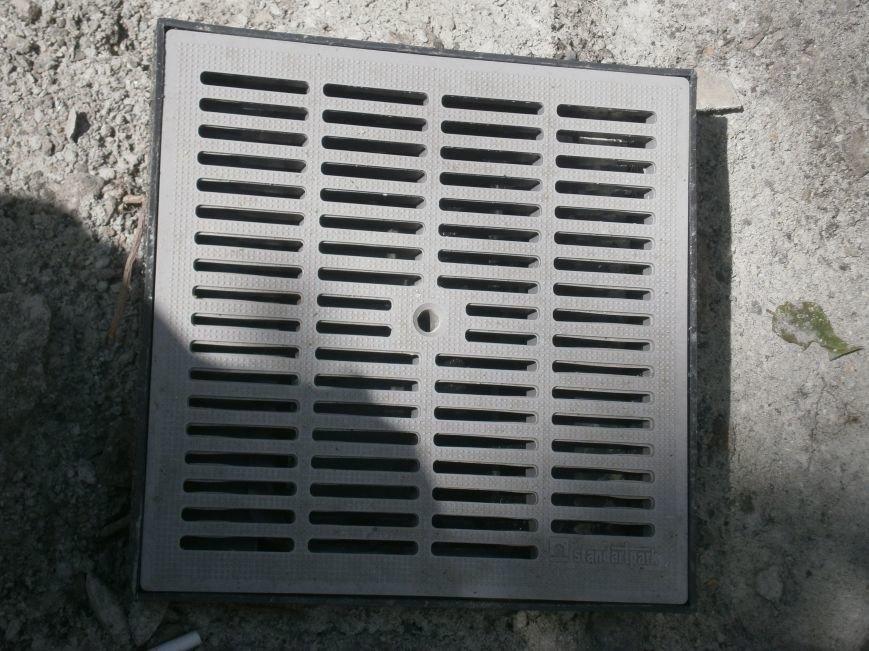 В Димитрове появилась система водоотвода возле отделения Ошадбанка (фото) - фото 8