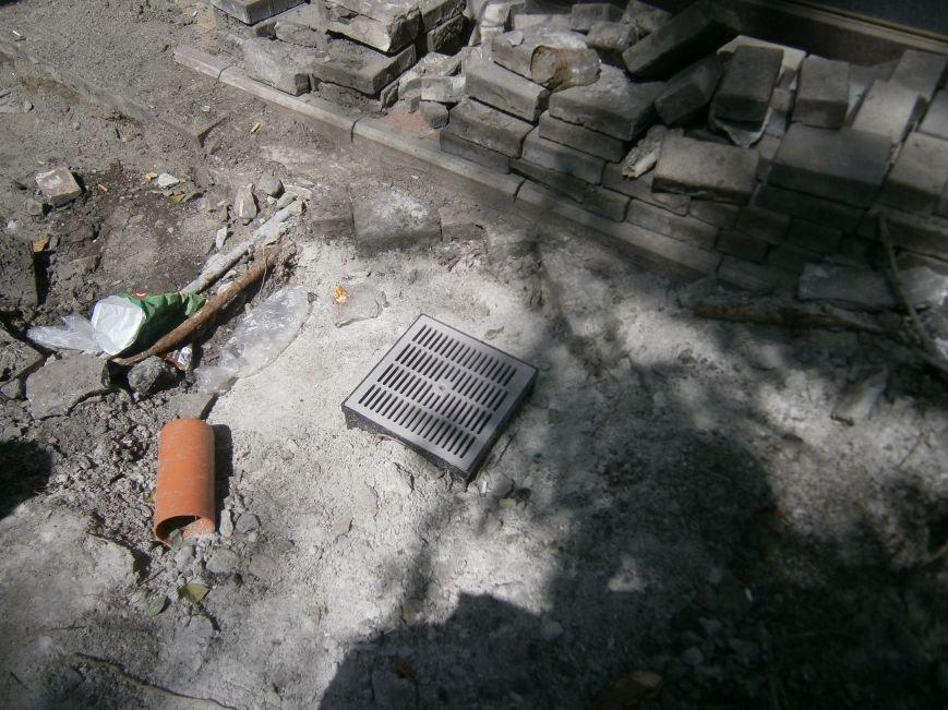 В Димитрове появилась система водоотвода возле отделения Ошадбанка (фото) - фото 7