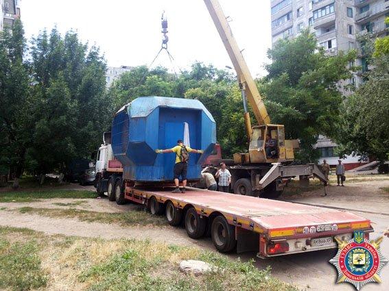 В Мариуполе милиционеры демонтировали незаконный киоск (ФОТО) (фото) - фото 1