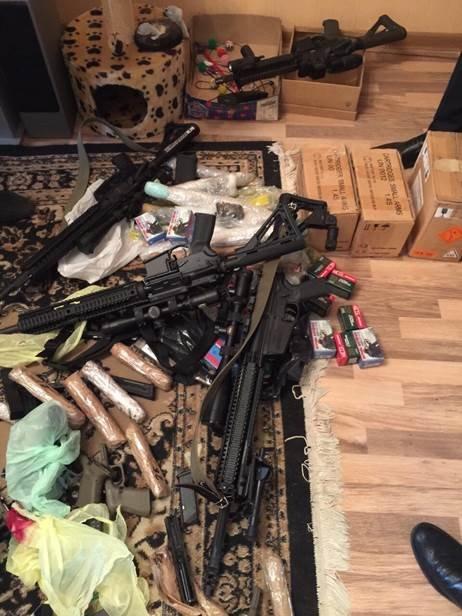 Под Киевом задержаны двое торговцев оружием, - СБУ (ФОТО) (фото) - фото 1