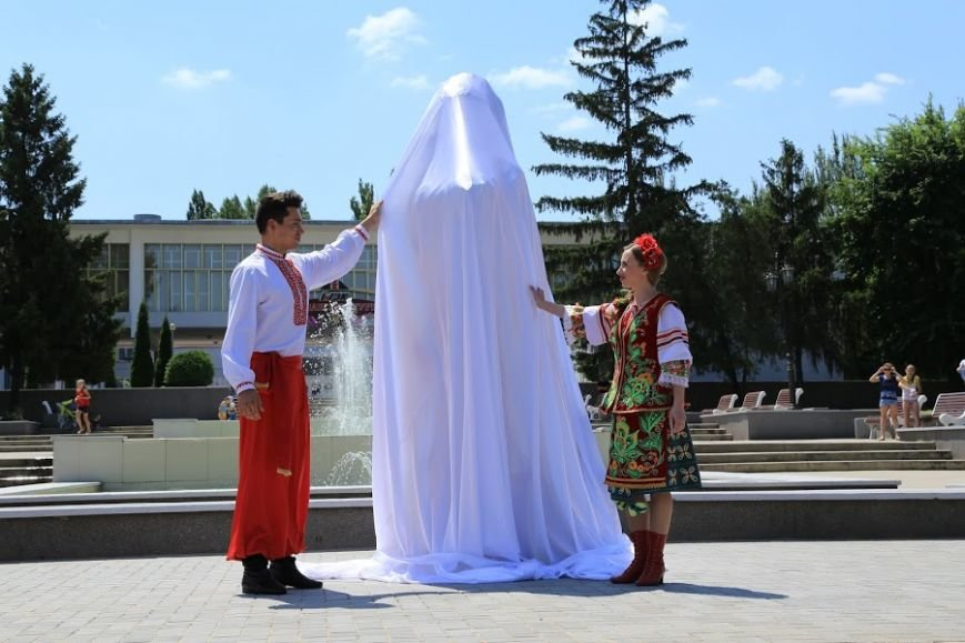На Ингульце ко Дню металлурга открыли скульптуру «Влюбленные» (ФОТО), фото-2