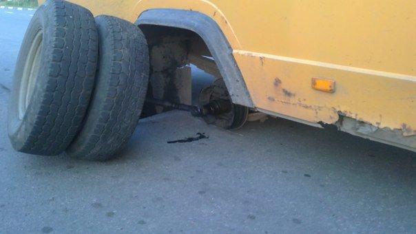 У Калуші автобус «загубив» колеса (ФОТОФАКТ) (фото) - фото 2