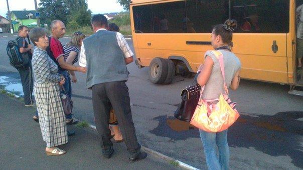 У Калуші автобус «загубив» колеса (ФОТОФАКТ) (фото) - фото 1