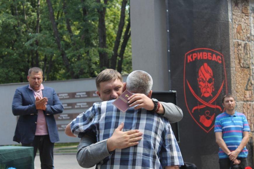 В Кривом Роге вручили награды бойцам 40-го БТО «Кривбасс» и волонтерам, которые их поддерживали (ФОТО), фото-11