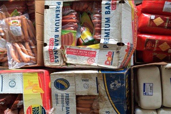 Правоохоронці завадили чоловіку продати контрафактні м'ясопродукти та побутову хімію невідомого походження (ФОТО) (фото) - фото 1