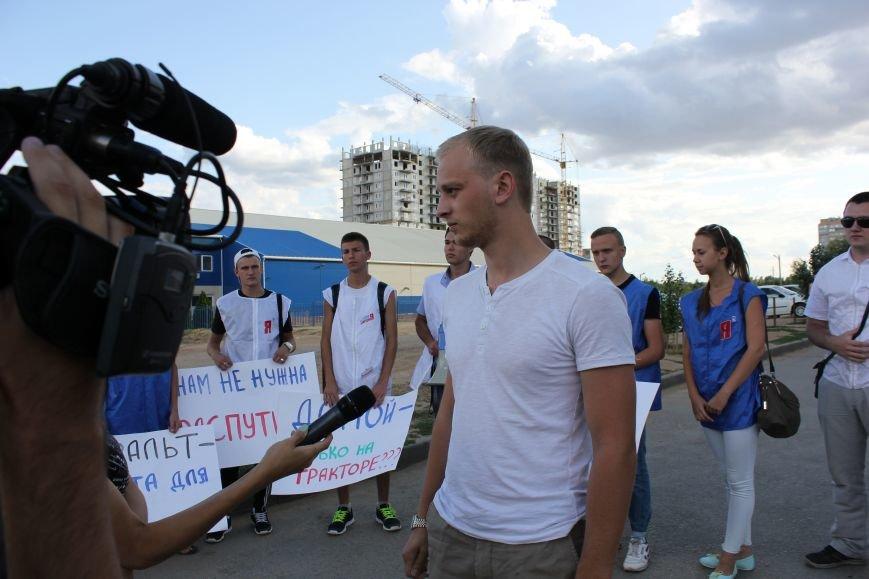 В Волгограде молодгвардейцы боролись против дорожного «киселя» (фото) - фото 1