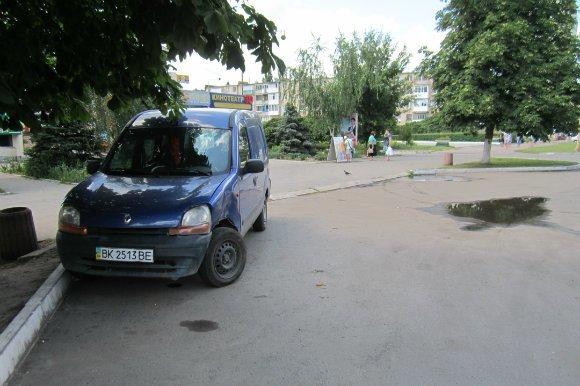 Лихач разбил иномарку в Александрии и скрылся. ФОТО (фото) - фото 1