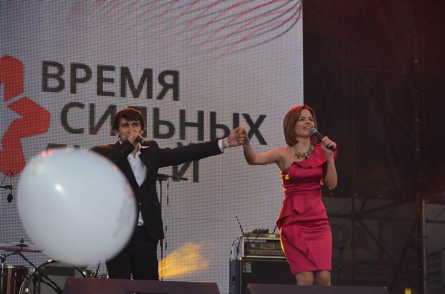 В Мариуполе Анна Седакова собрала на сцене детей, Гайтана пела про «Шахтер», а Кривошапко исполнил песню о войне (ФОТОРЕПОРТАЖ), фото-53