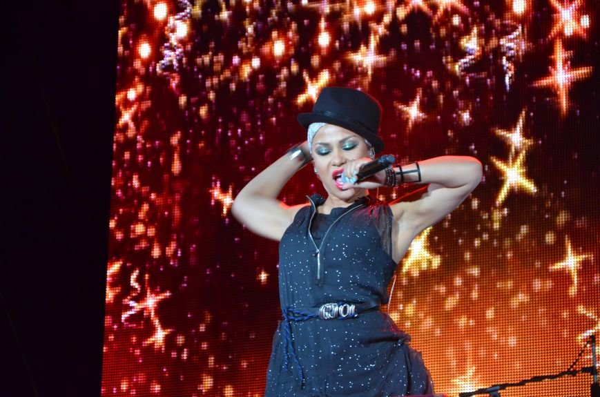 В Мариуполе Анна Седакова собрала на сцене детей, Гайтана пела про «Шахтер», а Кривошапко исполнил песню о войне (ФОТОРЕПОРТАЖ), фото-64