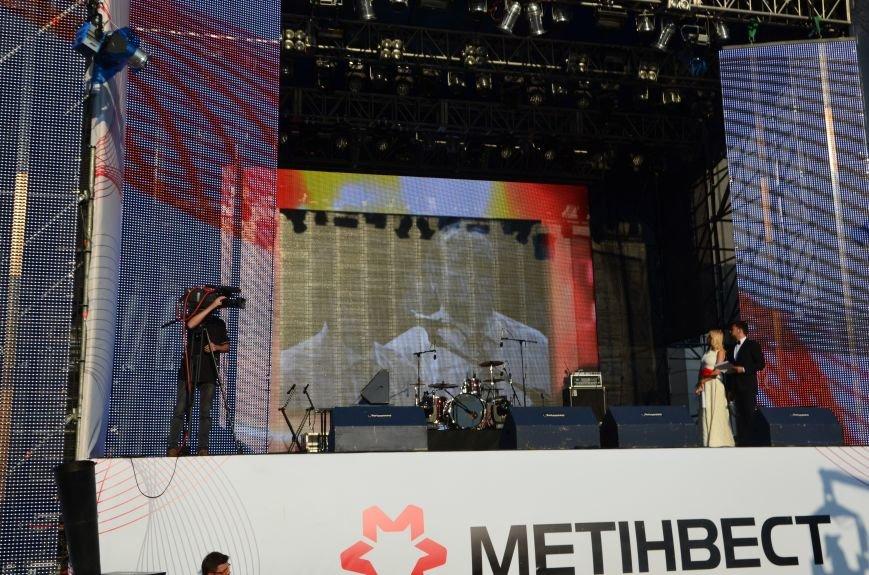 В Мариуполе Анна Седакова собрала на сцене детей, Гайтана пела про «Шахтер», а Кривошапко исполнил песню о войне (ФОТОРЕПОРТАЖ), фото-21