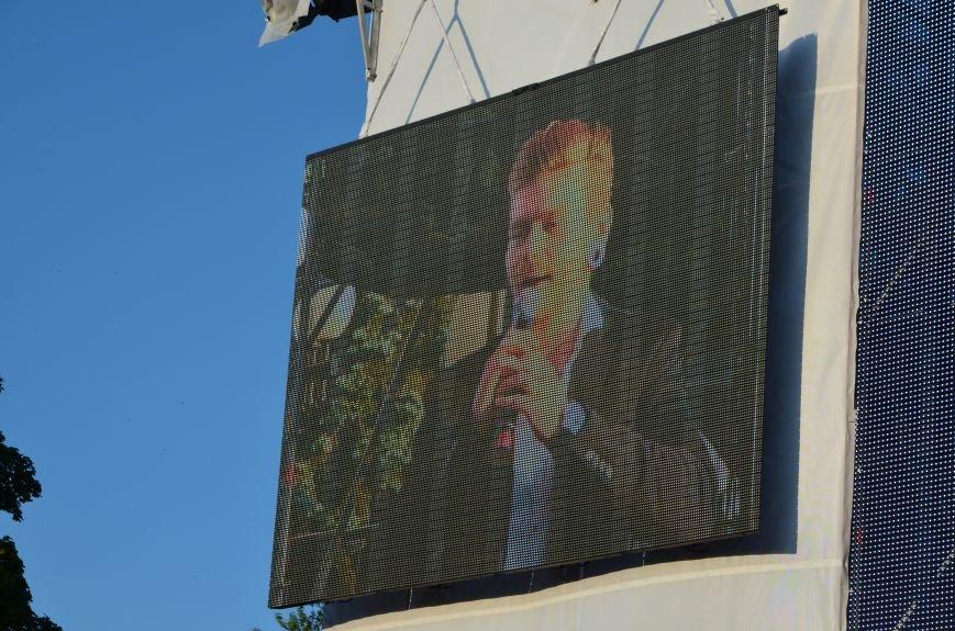 В Мариуполе Анна Седакова собрала на сцене детей, Гайтана пела про «Шахтер», а Кривошапко исполнил песню о войне (ФОТОРЕПОРТАЖ), фото-36
