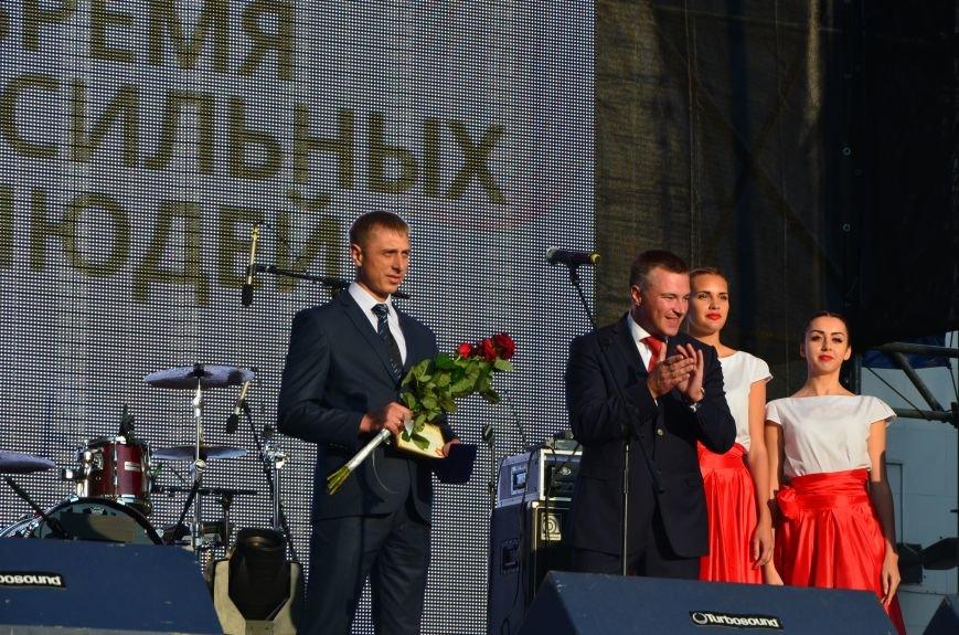 В Мариуполе Анна Седакова собрала на сцене детей, Гайтана пела про «Шахтер», а Кривошапко исполнил песню о войне (ФОТОРЕПОРТАЖ), фото-25