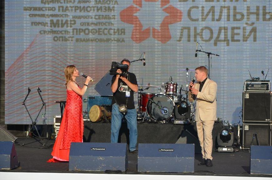 В Мариуполе Анна Седакова собрала на сцене детей, Гайтана пела про «Шахтер», а Кривошапко исполнил песню о войне (ФОТОРЕПОРТАЖ), фото-15