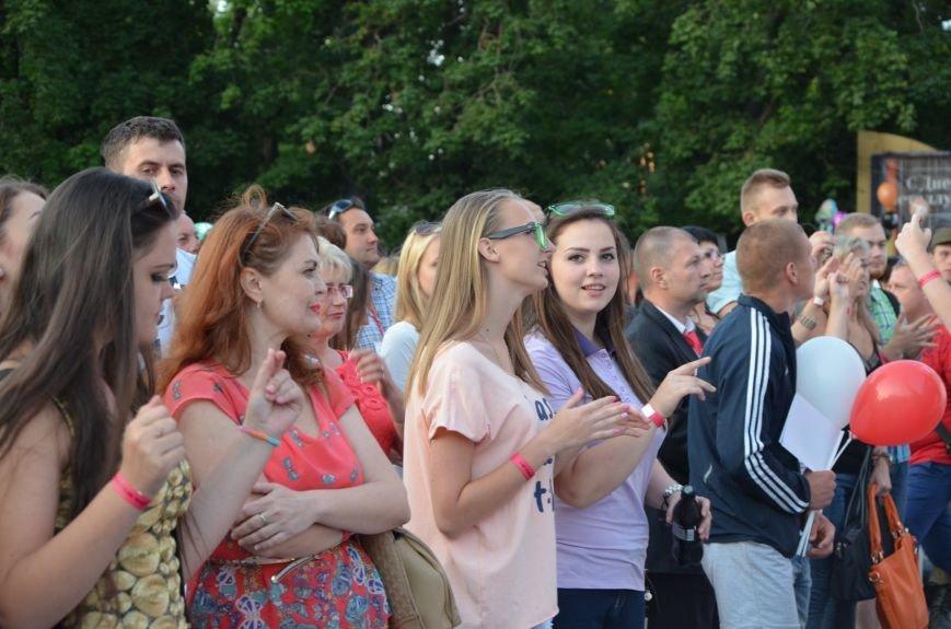 В Мариуполе Анна Седакова собрала на сцене детей, Гайтана пела про «Шахтер», а Кривошапко исполнил песню о войне (ФОТОРЕПОРТАЖ), фото-44