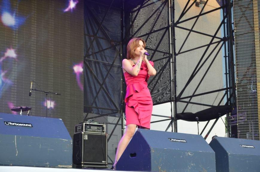 В Мариуполе Анна Седакова собрала на сцене детей, Гайтана пела про «Шахтер», а Кривошапко исполнил песню о войне (ФОТОРЕПОРТАЖ), фото-43