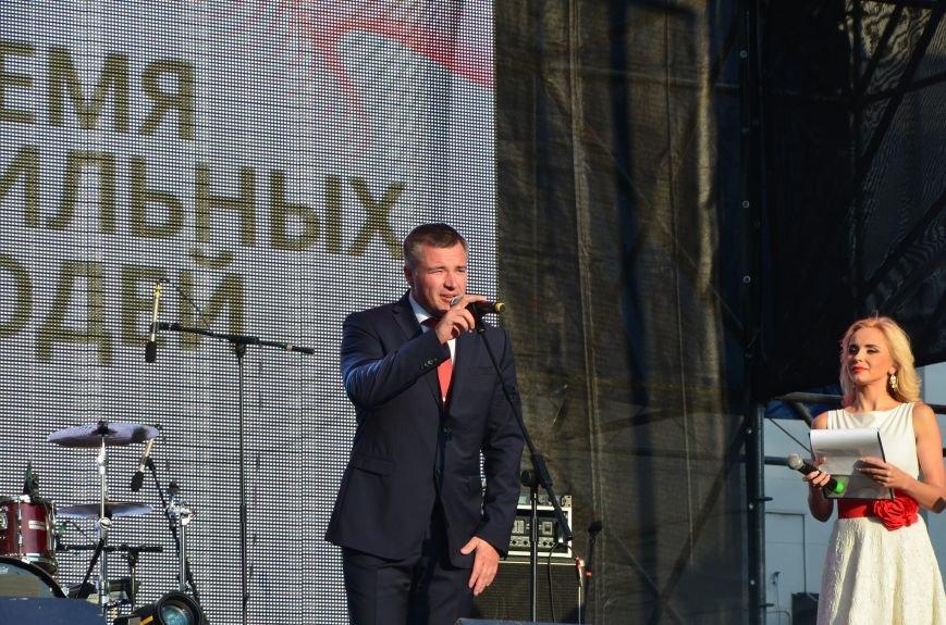 В Мариуполе Анна Седакова собрала на сцене детей, Гайтана пела про «Шахтер», а Кривошапко исполнил песню о войне (ФОТОРЕПОРТАЖ), фото-22