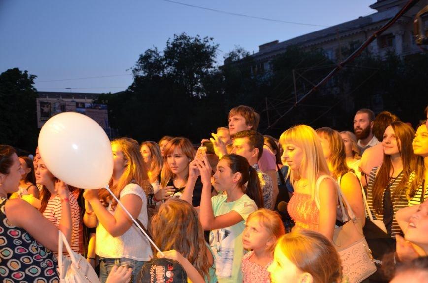В Мариуполе Анна Седакова собрала на сцене детей, Гайтана пела про «Шахтер», а Кривошапко исполнил песню о войне (ФОТОРЕПОРТАЖ), фото-57