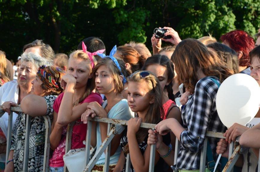 В Мариуполе Анна Седакова собрала на сцене детей, Гайтана пела про «Шахтер», а Кривошапко исполнил песню о войне (ФОТОРЕПОРТАЖ), фото-20